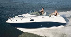 bateau a moteur avec cabine