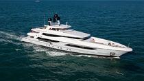 Mega-yacht avec timonerie / en acier