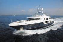 Super-yacht de croisière / avec timonerie / coque à déplacement