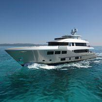 Super-yacht de croisière / avec timonerie