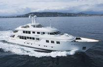 Super-yacht traditionnel / raised pilothouse / sur mesure