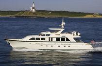 Motor-yacht de pêche / à fly / coque semi-planante