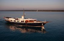 Méga-yacht traditionnel / avec timonerie