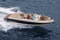 Runabout in-bord / bow-rider / max. 10 personnes / bain de soleil