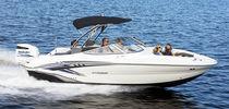 Deck-boat hors-bord / max. 12 personnes / bain de soleil