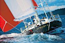 Sailing-yacht de course-croisière / cockpit central / sur mesure