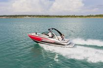Runabout in-bord / bow-rider / de wakeboard / max. 12 personnes