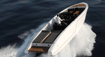 Runabout in-bord / à double console / traditionnel / max. 10 personnes