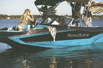 Deck-boat in-bord / de wakeboard / max. 11 personnes