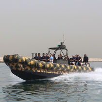 Bateau pneumatique in-bord / hydrojet / RHIB / hard-top