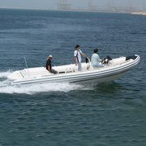 Bateau de travail polyvalent in-bord / bateau pneumatique semi-rigide