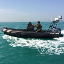 Bateau militaire hors-bord / bi-moteur / bateau pneumatique / à console centrale