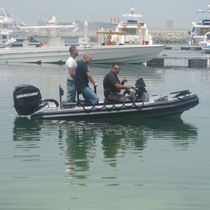 Bateau militaire hors-bord / bateau pneumatique