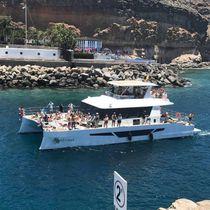 Motor-yacht catamaran / de charter / à fly