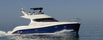Vedette catamaran / à fly / trawler / 4 cabines