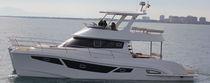 Vedette catamaran / in-bord / à fly / 4 cabines