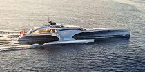 Motor-yacht trimaran à moteur / de croisière / raised pilothouse
