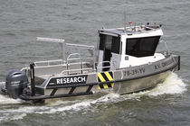 Bateau de service in-bord / en aluminium