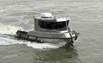 Bateau d'études hydrographiques Z-drive