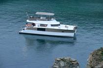 Vedette catamaran / in-bord / à fly / 3 ou 4 cabines