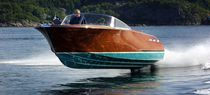 Runabout traditionnel / in-bord / stern-drive / en bois