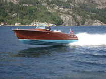 Runabout traditionnel / in-bord / stern-drive / à double console