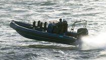 Bateau de surveillance hors-bord / bateau pneumatique semi-rigide