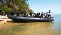 Bateau anti pirate hors-bord / bateau pneumatique semi-rigide