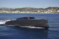 Coque open in-bord / à console latérale / annexe pour yacht / bain de soleil