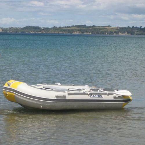 bateau pneumatique hors-bord / RIB / de plongée / pour la pêche