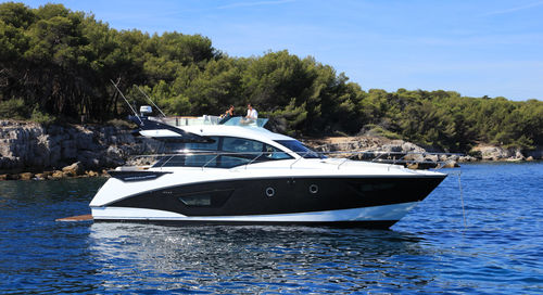 motor-yacht de croisière / de sport / à fly / hard-top