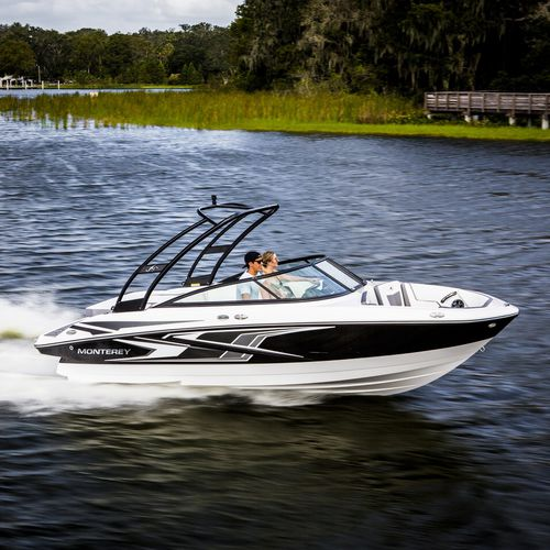 runabout in-bord / à double console / bow-rider / de ski nautique