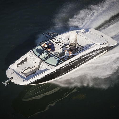 deck-boat in-bord - Sea Ray