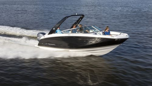 Runabout hors-bord / bow-rider / max. 12 personnes 23 OBX Regal