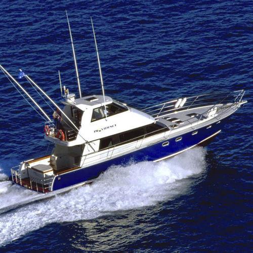 motor-yacht de pêche sportive / à fly fermé / en composite / coque planante