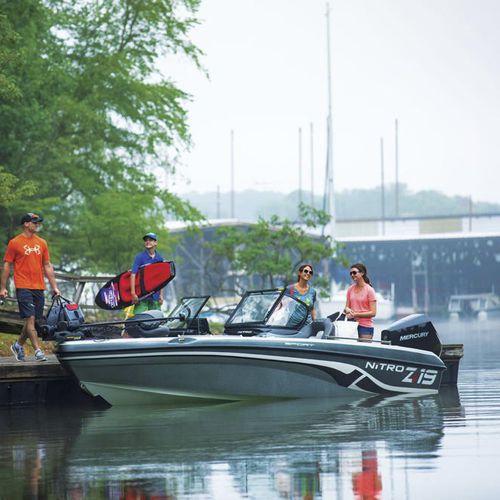 bass boat hors-bord / à double console / de pêche sportive / max. 6 personnes