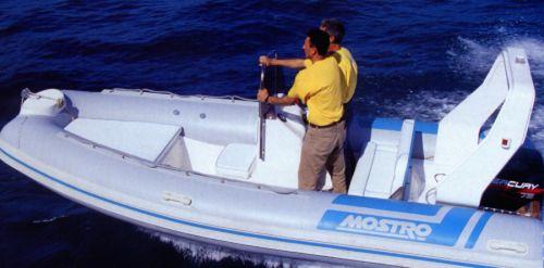 bateau pneumatique hors-bord / RIB / à console latérale / offshore
