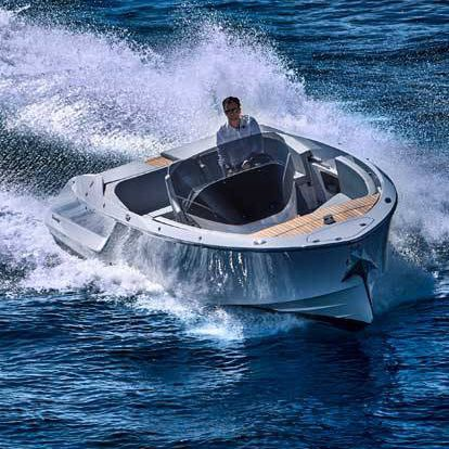 runabout in-bord / à console centrale / traditionnel / max. 9 personnes