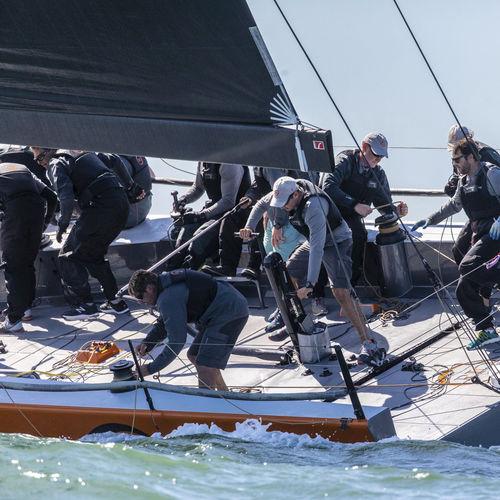 bôme pour sailing-yacht / pour voilier / sur mesure / en carbone