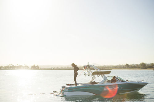 Runabout in-bord / bow-rider / de wakeboard / max. 16 personnes XT23 MasterCraft