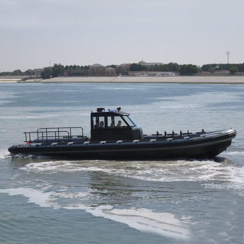 bateau militaire / bateau pneumatique semi-rigide
