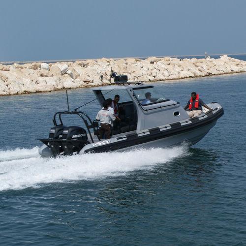 bateau militaire hors-bord / bateau pneumatique semi-rigide