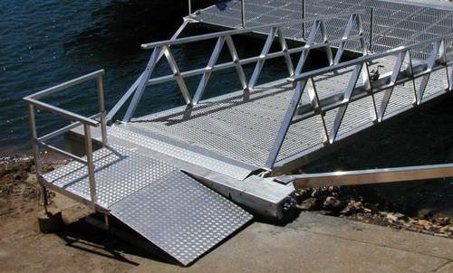 passerelle pour ponton / avec main courante / en aluminium