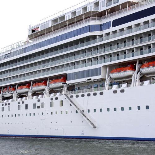 passerelle d'embarquement pour navire de croisière / télescopique / avec main courante