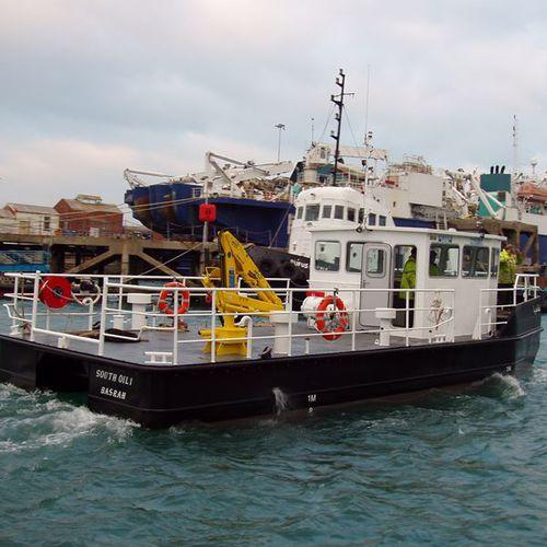 bateau antipollution / in-bord
