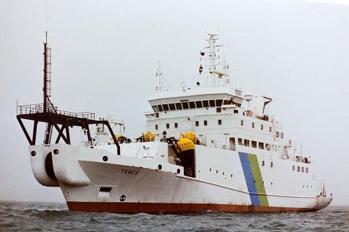 navire spécial câblier / pour la pose de câbles