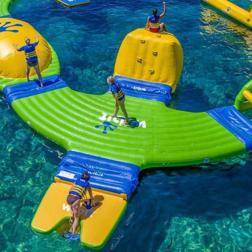 jeu aquatique plateforme / gonflable