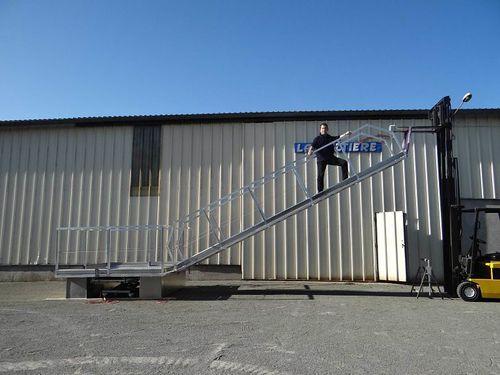 passerelle pour ponton / sur mesure / en aluminium