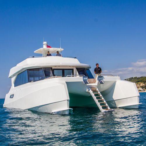 motor-yacht catamaran / de croisière / à fly / PRV
