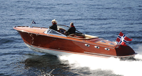 runabout traditionnel / in-bord / à double console / en bois